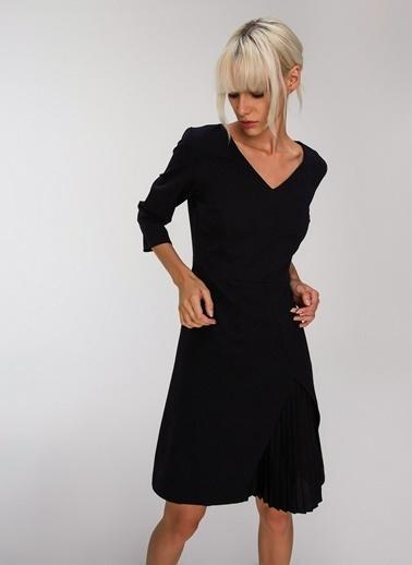 People By Fabrika Pilise Detaylı Kemerli Elbise Siyah